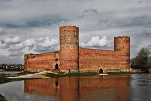 Zamek Książąt Mazowieckich podczas roztopow fotograf Ciechanow Przemyslaw Kuzniewski
