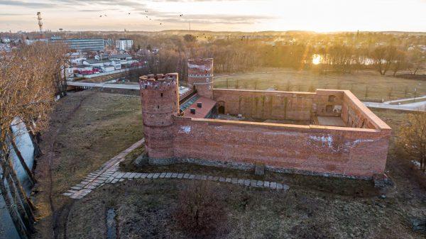 Zamek z drona o zachodzie fotograf Ciechanów z Ciechanowa Przemyslaw Kuzniewski
