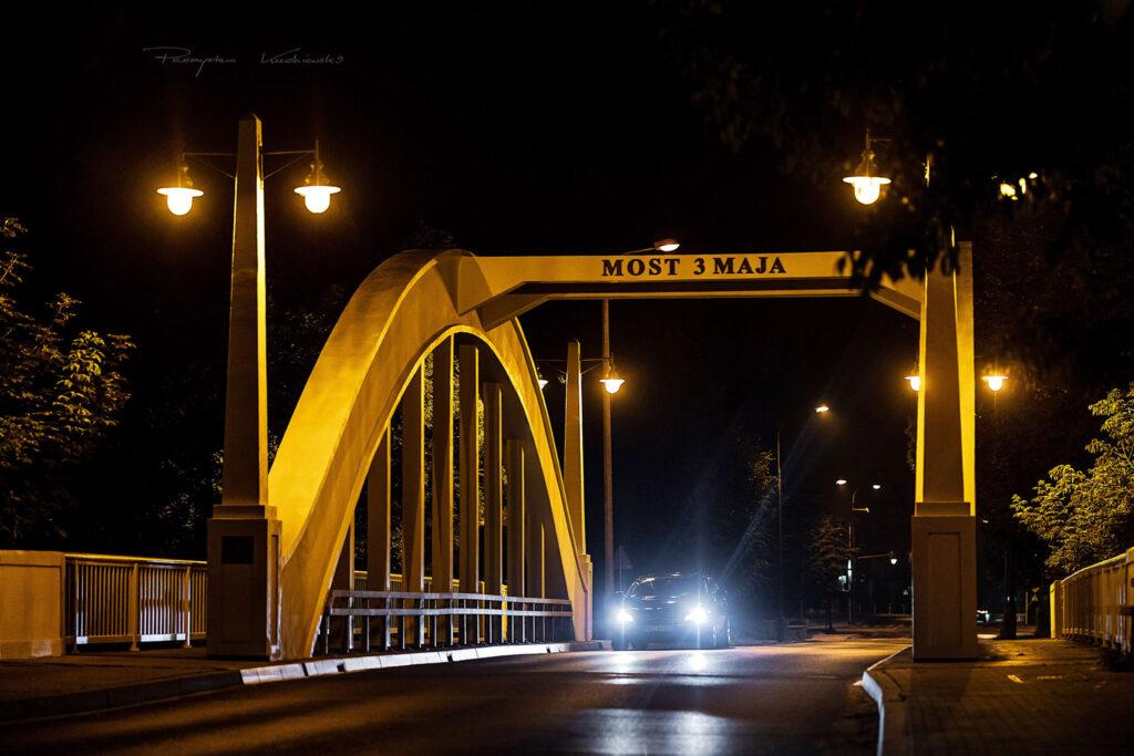 Most 3 Maja noca Ciechanow fotograf Przemyslaw Kuzniewski ciechanowiak
